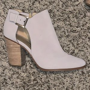 Size 10 Michael Kor's beige booties